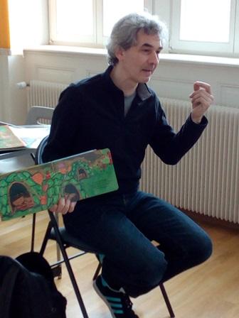 Cyril Hahn avec livre